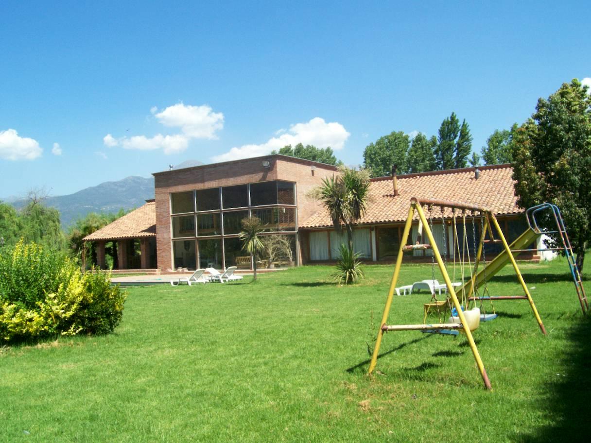 Casa con patio for Como decorar el patio de la casa