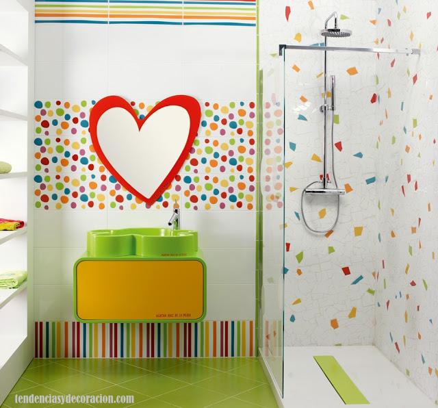 Cortina Baño Infantil:en los baños infantiles debe predominar los colores llamativos y