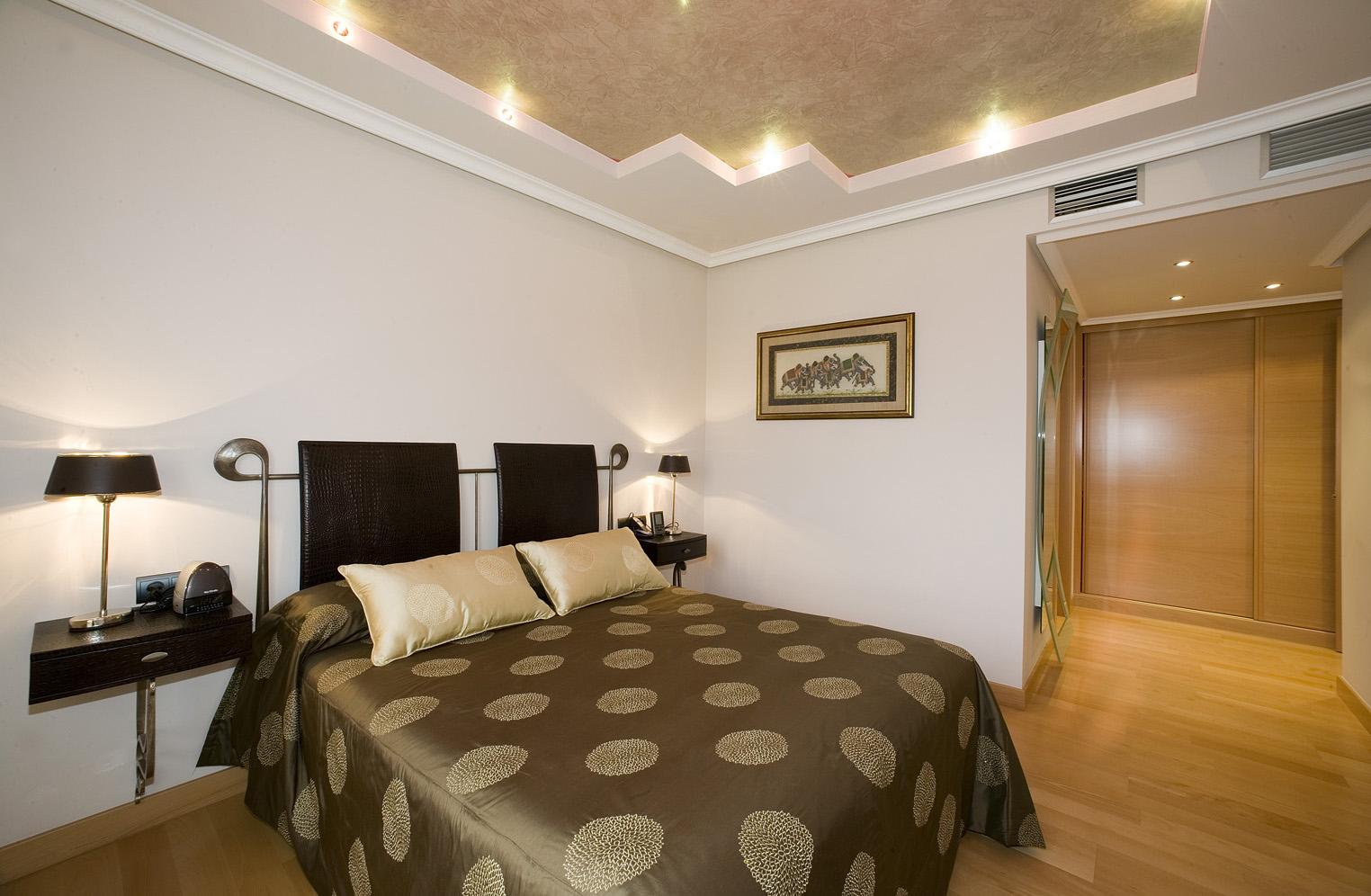 Como decorar el dormitorio con poco dinero for Ideas de decoracion de dormitorios