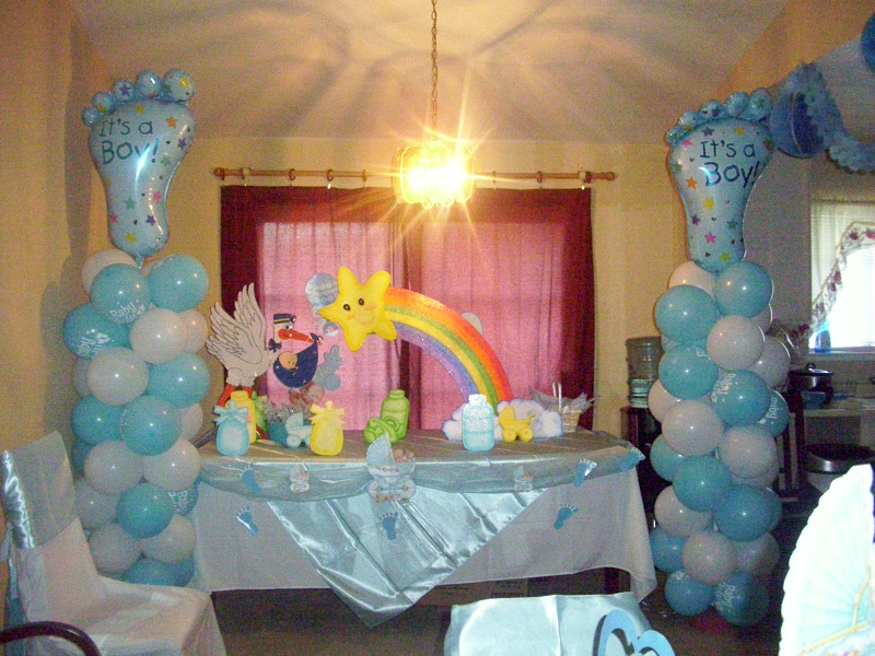 C mo decorar un baby shower for Decoracion para pared de baby shower